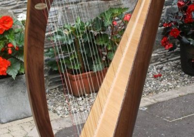 eala-irish-harp-in-walnut-gallery-003